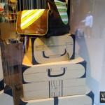 escaparate-escaparatismo-skunkfunk-carton-maletas-visualmerchandising-vishopmag3