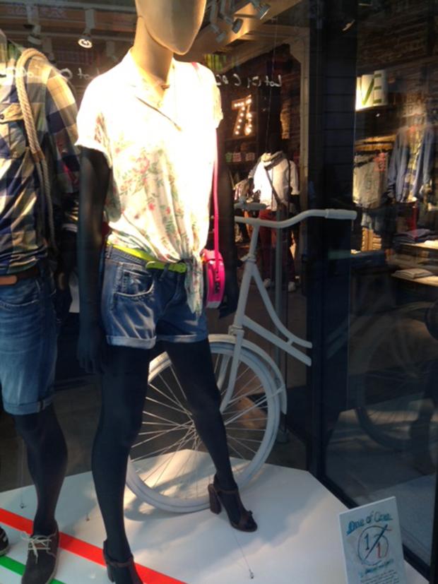 revista-magazine-retail-desing-escaparatismo-visual-merchandising-pepe-jeans-vishopmag-03