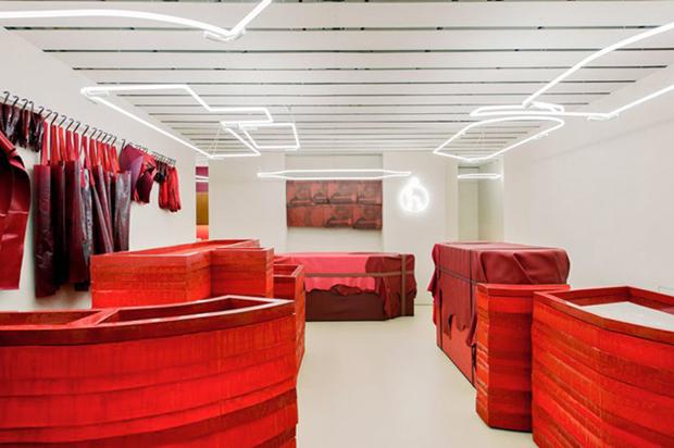 revista-magazine-retail-desing-escaparatismo-visual-merchandising-design-mannequin-studio-toogood-installation-hermes-vishopmag-01
