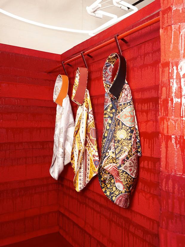 revista-magazine-retail-desing-escaparatismo-visual-merchandising-design-mannequin-studio-toogood-installation-hermes-vishopmag-06