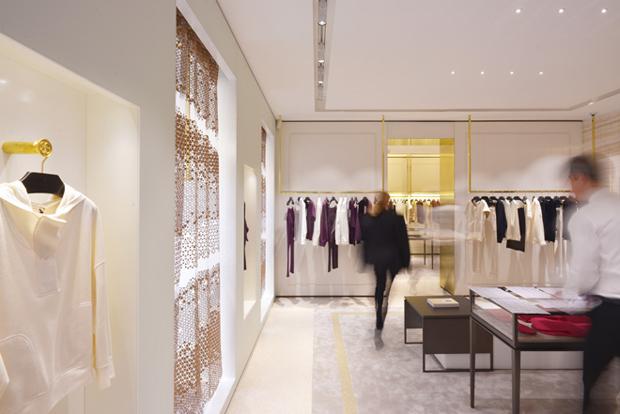 revista-magazine-retail-desing-escaparatismo-visual-merchandising-design-mannequin-maison-ullenss-oma-vishopmag-01
