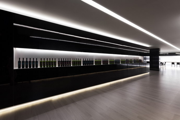 revista-magazine-retail-desing-escaparatismo-visual-merchandising-design-mannequin-vinoteca-fran-silvestre-vishopmag-03