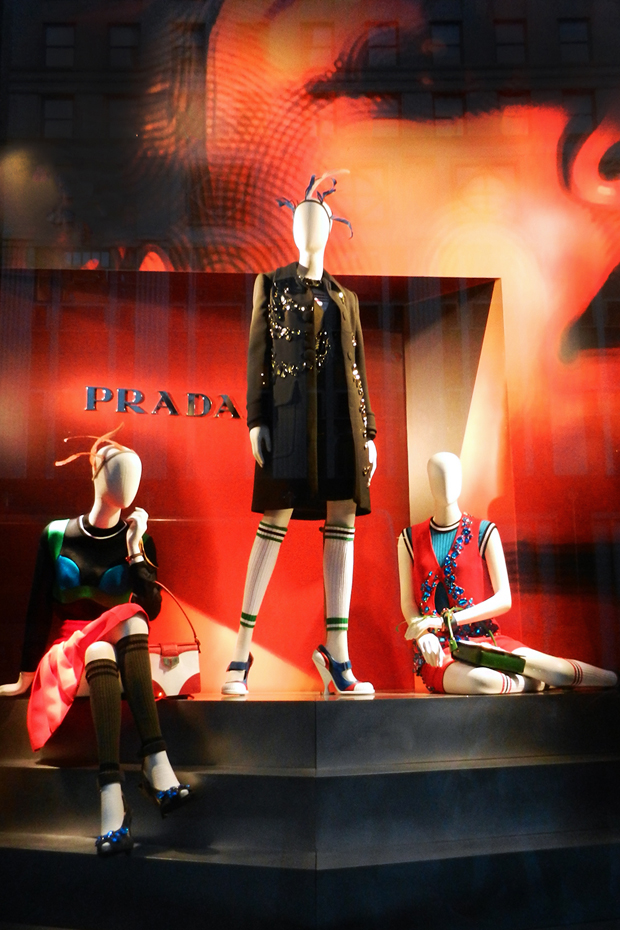revista-magazine-retail-desing-escaparatismo-prada-bergdorf-goodman-vishopmag-05