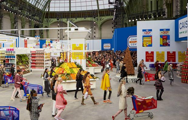 revista-magazine-retail-desing-escaparatismo-winter-2014-15-ready-to-wear-decor-vishopmag02