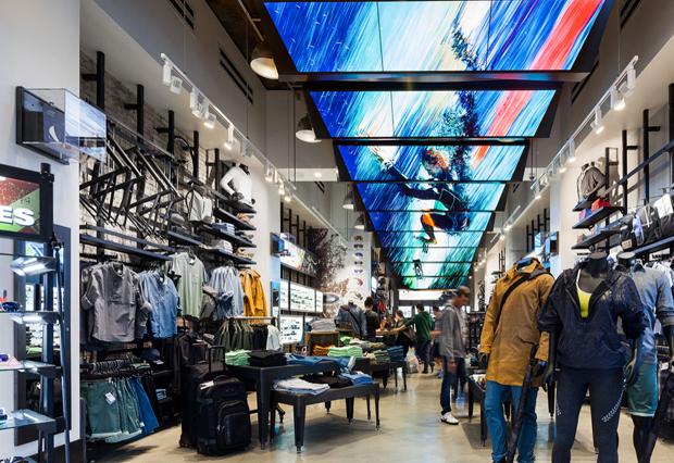 revista-magazine-retail-desing-escaparatismo-vishopmag-oakley-flagship-001