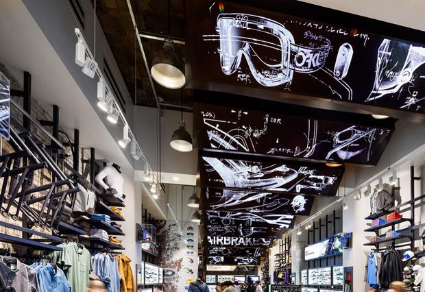 revista-magazine-retail-desing-escaparatismo-vishopmag-oakley-flagship-004