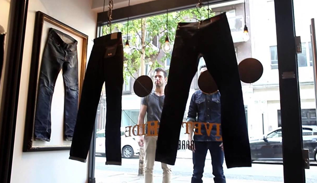 revista-magazine-retail-desing-escaparatismo-diseno-pop-up-store-hiut-denim-co-window-display-vishopmag-003