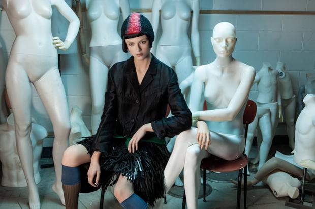 revista-magazine-visualmerchandising-escaparatismo-retail-design-window-display-maniquies-prada-vishopmag-002