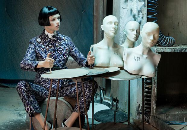 revista-magazine-visualmerchandising-escaparatismo-retail-design-window-display-maniquies-prada-vishopmag-003