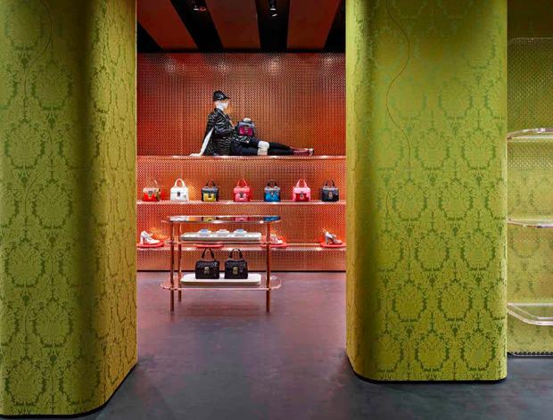 revista-magazine-visualmerchandising-escaparatismo-retail-design-window-miu-miu-vishopmag-007