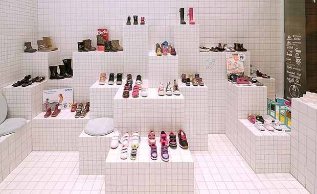 revista-magazine-visualmerchandising-escaparatismo-retail-design-flagship-store-little-shoes-nabito-vishopmag-002