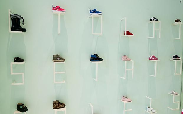 revista-magazine-visualmerchandising-escaparatismo-retail-design-flagship-store-little-shoes-nabito-vishopmag-003