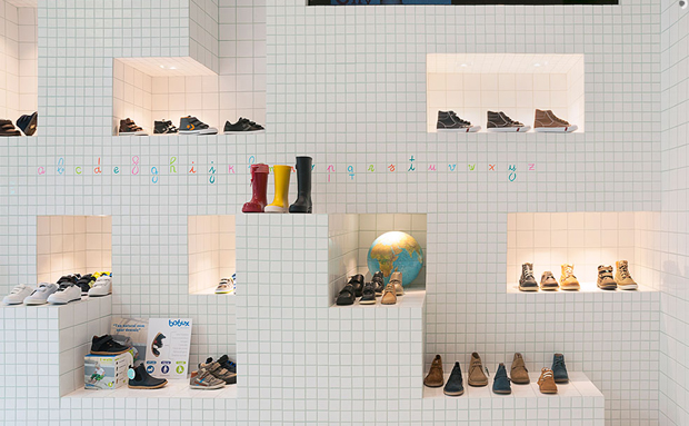 revista-magazine-visualmerchandising-escaparatismo-retail-design-flagship-store-little-shoes-nabito-vishopmag-004