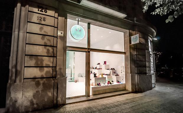 revista-magazine-visualmerchandising-escaparatismo-retail-design-flagship-store-little-shoes-nabito-vishopmag-005