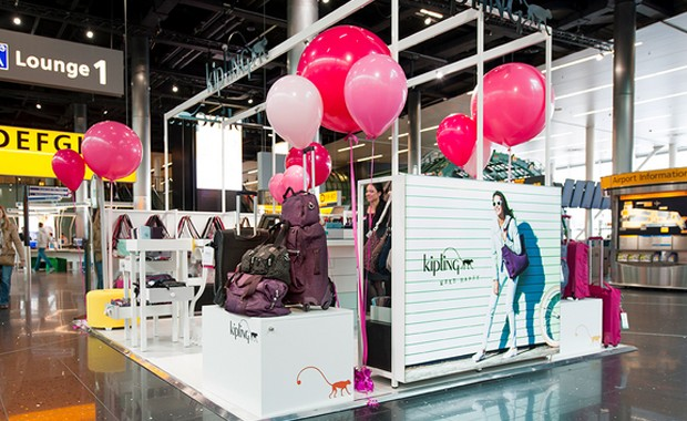 revista-magazine-visualmerchandising-escaparatismo-retail-design-kipling-vishopmag-001