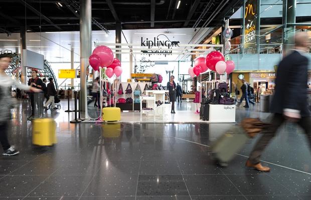 revista-magazine-visualmerchandising-escaparatismo-retail-design-kipling-vishopmag-003