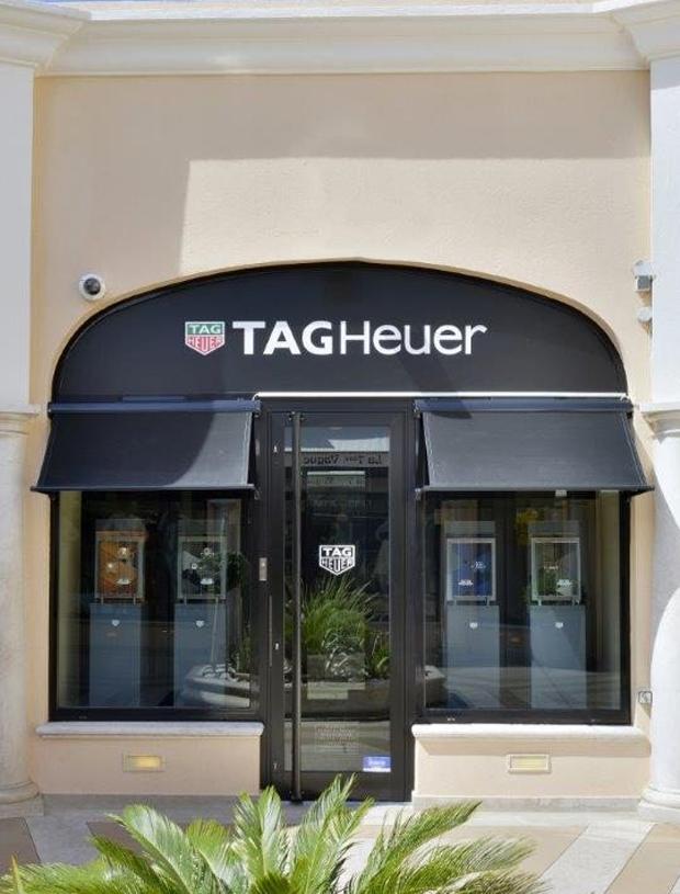 revista-magazine-visualmerchandising-escaparatismo-retail-design-tag-heuer-saint-tropez-vishopmag-002