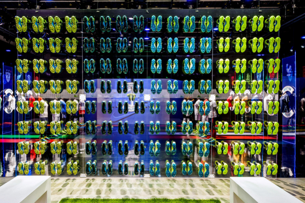 revista-magazine-visualmerchandising-escaparatismo-retail-design-nike-pop-up-store-vishopmag-003