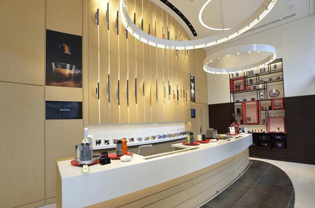 revista-magazine-visualmerchandising-escaparatismo-retail-design-nespresso-flagshipstore-vishopmag-002