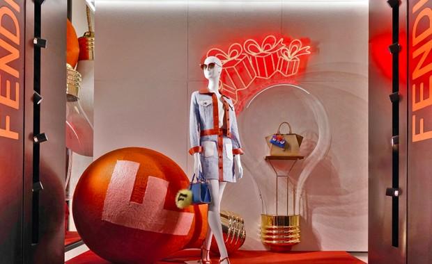 revista-magazine-visualmerchandising-retail-pop-up-store-navidad-escaparates-fendi-vishopmag-001