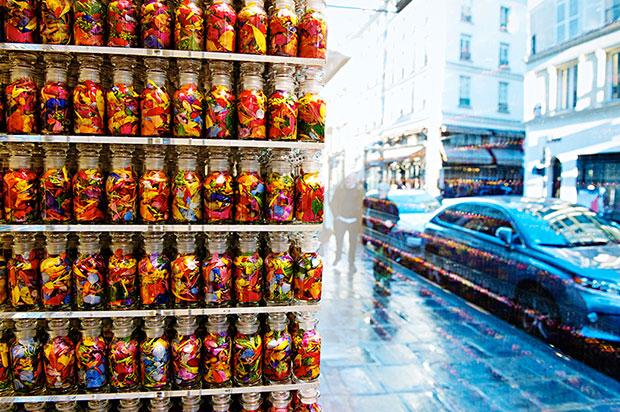 revista-magazine-visualmerchandising-escaparatismo-hangers-colette-azuma-makoto-flores-vishopmag-002
