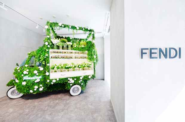 revista-magazine-escaparates-retail-design-azuma-makoto-pop-up-flower-fendi-vishopmag-003