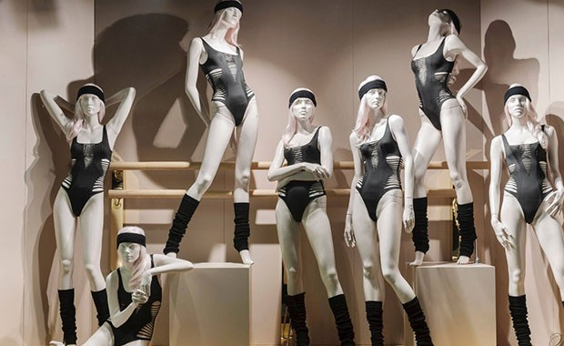revista-magazine-window-display-escaparates-visual-merchandising-retail-design-selfridges-maniquíes-005