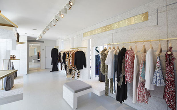 revista-magazine-window-display-escaparates-visual-merchandising-retail-design-stella-mccartney-002