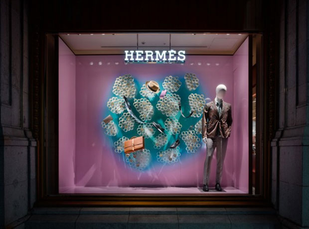 revista-magazine-window-display-escaparates-visual-merchandising-retail-design-hermès-torafuarchitects-001