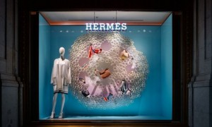 revista-magazine-window-display-escaparates-visual-merchandising-retail-design-hermès-torafuarchitects-002