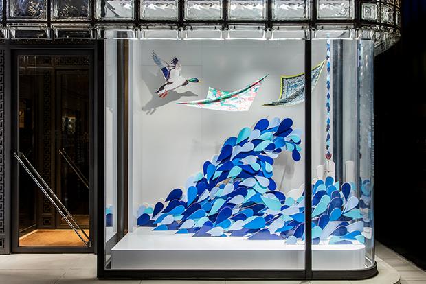revista-magazine-window-display-escaparates-visual-merchandising-retail-design-isabelle-daeron-hermes-002