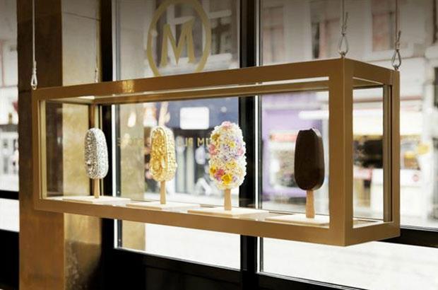 revista-magazine-window-display-escaparates-visual-merchandising-retail-design-magnum-pleasure-store001