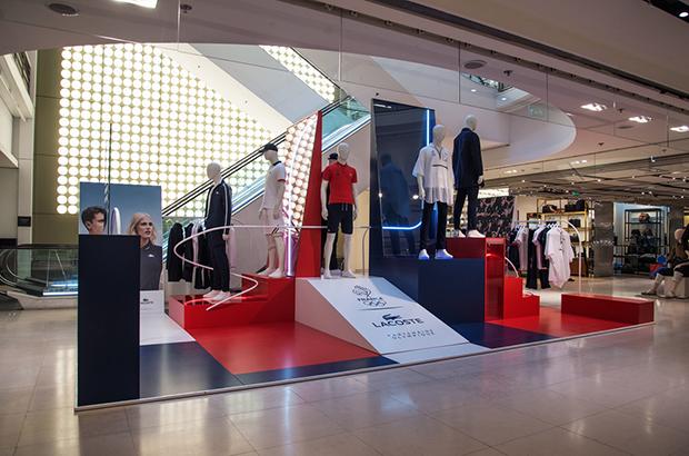 revista-magazine-visual-merchandising-retail-design-escaparates-retail-design-lacoste-bonsoir-paris-vishopmag-001