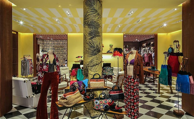 revista-magazine-visualmerchandising-p-store-prada-retaildesign-vishopmag-001