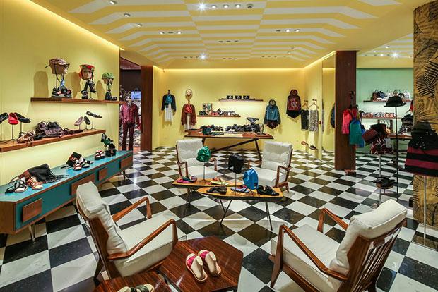 revista-magazine-visualmerchandising-p-store-prada-retaildesign-vishopmag-003