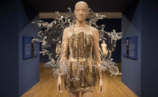 revista-magazine-visualmerchandising-retaildesign-iris-van-herpen-transforming-fashion-escaparatismo-vishopmag-0002
