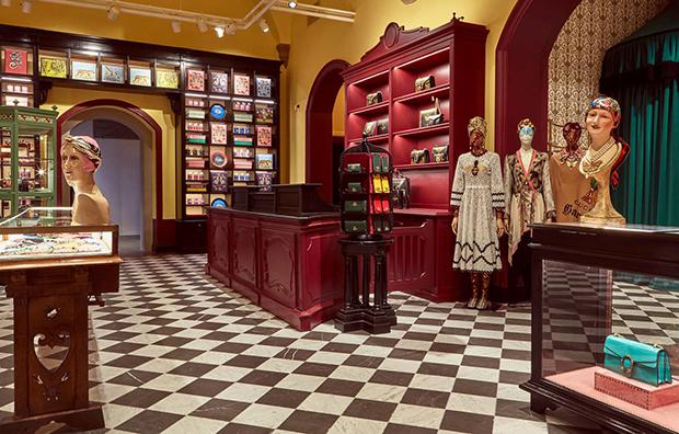 vishopmag-revista-escaparates-escaparatismo-visualmerchandising-retaildesign-tiendas-gucci-garden-maniquies001