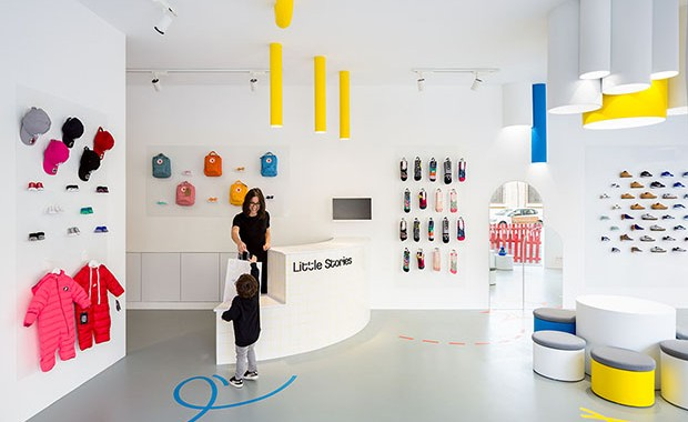 vishopmag-revista-blog-escaparatismo-escaparates-visual-merchandising-tiendas-retail-design-clap-kids-store-tienda-001