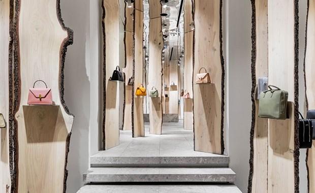 vishopmag-revista-blog-escaparatismo-escaparates-visual-merchandising-tiendas-retail-design-el-bosque-kengo-kuma-valextra-001