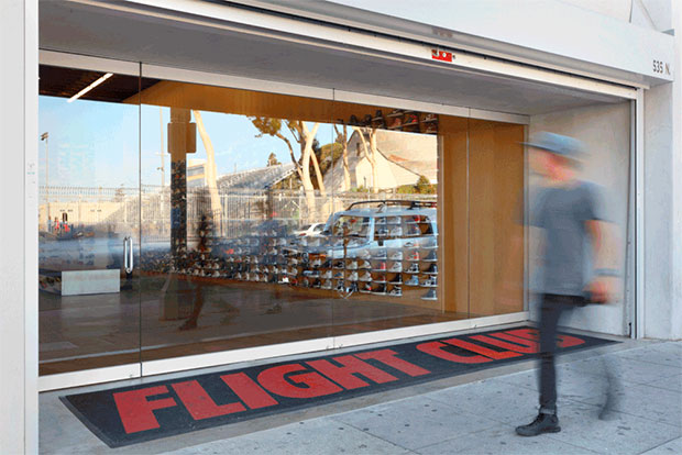 vishopmag-revista-escaparates-escaparatismo-visualmerchandising-retaildesign-escaparates-flight-club-la-slade-architecture-005