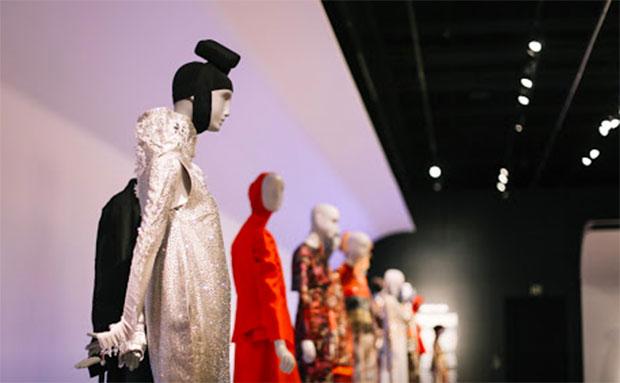 vishopmag-revista-escaparates-escaparatismo-visualmerchandising-escaparate-moda-musulmana-contemporanea-young-museum-003