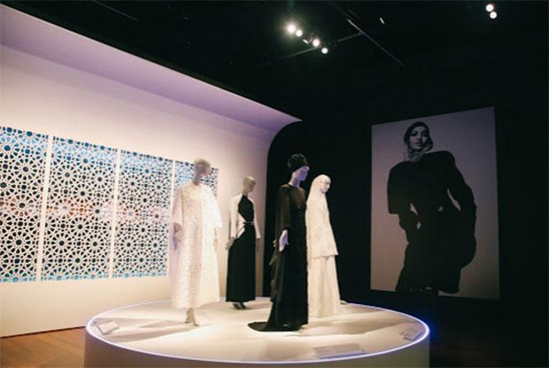 vishopmag-revista-escaparates-escaparatismo-visualmerchandising-escaparate-moda-musulmana-contemporanea-young-museum-005