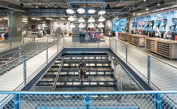 vishopmag-revista-escaparates-escaparatismo-visualmerchandising-retaildesign-adidas-flagshipstore-store-concept-00003