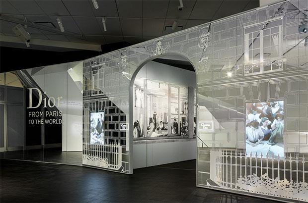vishopmag-revista-escaparates-escaparatismo-visualmerchandising-denverartmuseum-dior-de-paris-al-mundo-003