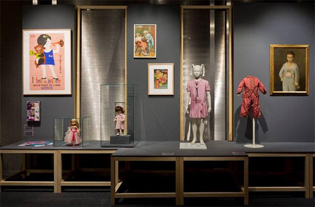 vishopmag-revista-escaparates-escaparatismo-visualmerchandising-rosa-color-la-vie-en-rose-museo-del-traje-002