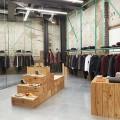 vishopmag-revista-escaparates-escaparatismo-visualmerchandising-tiendas-nueva-tienda-universal-works-studio-mutt-003