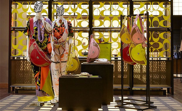 vishopmag-revista-escaparates-escaparatismo-visualmerchandising-matty-bovan-coach-windowdisplay-001