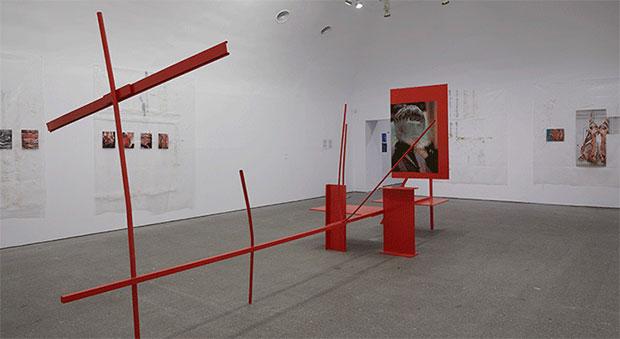 vishopmag-revista-escaparates-escaparatismo-visualmerchandising-homme-plisse-flagship-henrik-olesen-museoreinasofia-arte-001