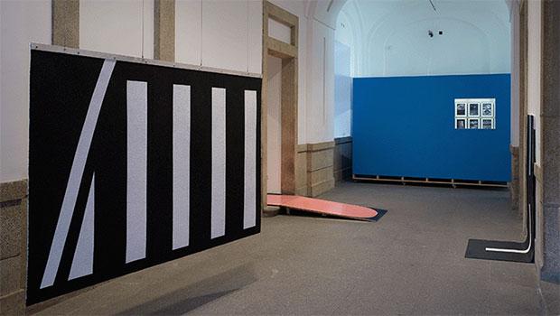 vishopmag-revista-escaparates-escaparatismo-visualmerchandising-homme-plisse-flagship-henrik-olesen-museoreinasofia-arte-004