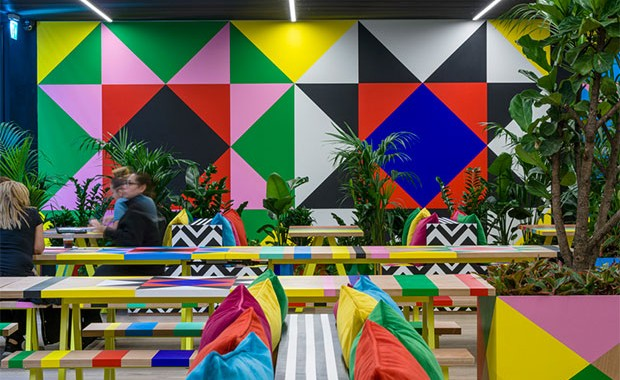 vishopmag-revista-magazine-escaparatismo-visualmerchandising-morag-myerscough-atoll-cafe-design-3